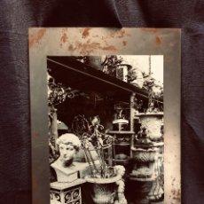 Fotografía antigua: FOTOGRAFIA PARIS PUCES DE SAINT OUEN BUSTO HIERRO BROCANTE ANTIGÜEDADES AÑOS 70 80 40X26CMS. Lote 204535783
