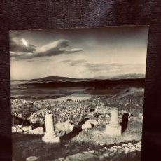 Fotografía antigua: ANTIGUA FOTOGRAFÍA RUINAS DE NUMANCIA SORIA FOTÓGRAFO R ARRANZ 1963 20X25 CM. Lote 204773041