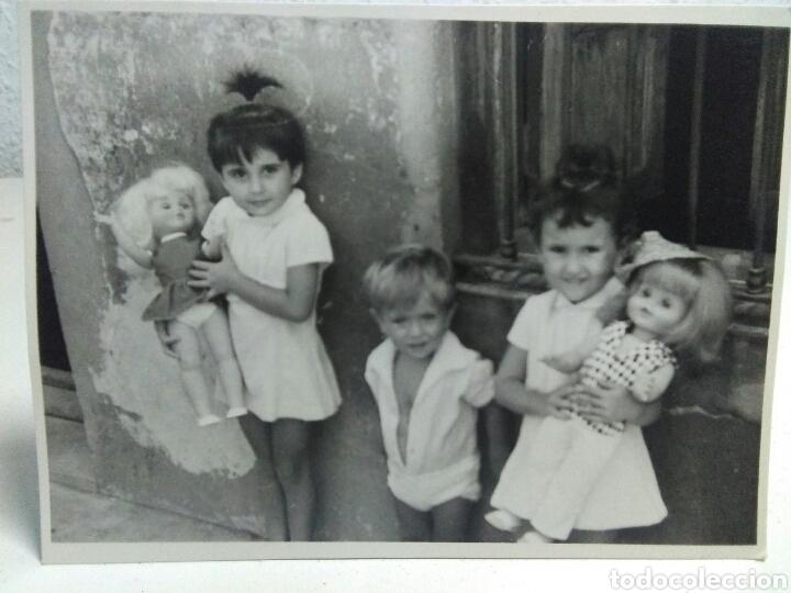 Fotografía antigua: Fotografia antigua juguetes .Preciosa y interesante fotografia ,niños con juguetes muñecas antiguas - Foto 2 - 205171333