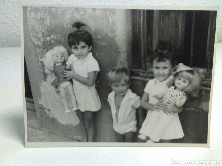 Fotografía antigua: Fotografia antigua juguetes .Preciosa y interesante fotografia ,niños con juguetes muñecas antiguas - Foto 3 - 205171333