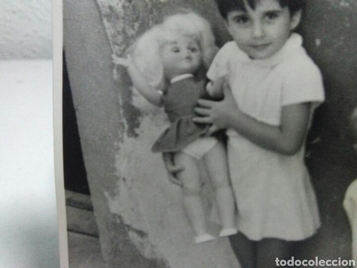 Fotografía antigua: Fotografia antigua juguetes .Preciosa y interesante fotografia ,niños con juguetes muñecas antiguas - Foto 5 - 205171333