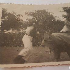 Photographie ancienne: FOTOGRAFÍA DE MONTE LA REINA ZAMORA 1949 CORRIDA SEGADORES. Lote 205534725