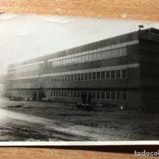 Fotografía antigua: EDIFICIO EN CONSTRUCCIÓN.. Lote 205608893