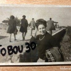 Fotografía antigua: SEÑORA EN PICASSENT. VALENCIA. 1969.. Lote 205609633