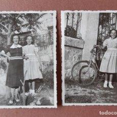 Fotografía antigua: LOTE 2 ANTIGUAS FOTOGRAFÍAS MUJER CON NIÑA Y BICICLETA. PAPEL RIDAX. MADRID. AÑOS 40. TROQUELADAS.. Lote 208751842