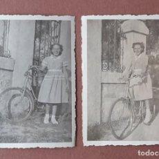 Fotografía antigua: LOTE 2 ANTIGUAS FOTOGRAFÍAS NIÑA CON BICICLETA. MADRID. AÑOS 40. TROQUELADAS.. Lote 208752090