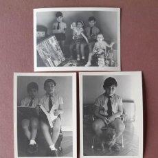 Fotografía antigua: LOTE 5 ANTIGUAS FOTOGRAFÍAS 4 HERMANOS CON JUGUETES. REYES. PAPEL VALCA. MADRID. AÑOS 60.. Lote 208766042