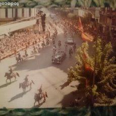 Fotografía antigua: FOTO DESFILE MILITAR - DIA NACIONAL DE ESPAÑA - NO PONE FECHA, IMAGINO QUE AÑOS 70. Lote 209300235