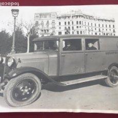 Fotografía antigua: FOTOGRAFÍA DE JOSEP MARÍA SAGARRA. DESINFECCIÓ DE ROBES BARCELONA 1930'S.. Lote 209822555