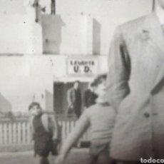 Fotografía antigua: ANTIGUA FOTO FOTOGRAFIA EQUIPO DE FUTBOL POSIBLEMENTE EN EL CAMPO DEL LEVANTE AÑOS 40 FOTO MARQUEZ. Lote 210570590