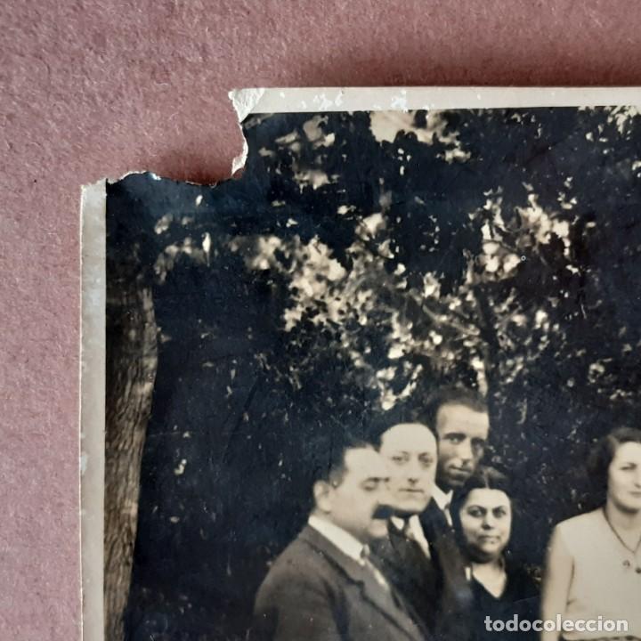 Fotografía antigua: ANTIGUA FOTOGRAFÍA GRUPO DE HOMBRES CON 2 MUJERES. AÑOS 20? 30? FRANCIA? - Foto 2 - 210587161