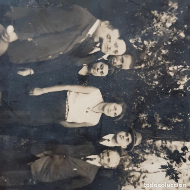 Fotografía antigua: ANTIGUA FOTOGRAFÍA GRUPO DE HOMBRES CON 2 MUJERES. AÑOS 20? 30? FRANCIA? - Foto 3 - 210587161