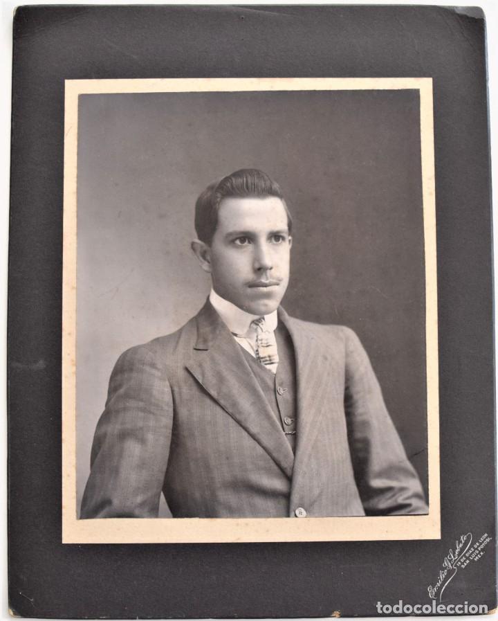ESPECTACULAR RETRATO DE UN JOVEN - EMILIO G. LOBATO, SAN LUIS POTOSI, MÉXICO - PRINCIPIOS SIGLO XX (Fotografía - Artística)