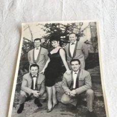 Fotografía antigua: FOTOGRAFÍA ARTISTICA. VICTORIA DE MÁLAGA Y SUS TROVADORES. BARCELONA. AÑOS 60.. Lote 211405142