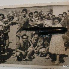 Fotografía antigua: ANTIGUA FOTO FOTOGRAFIA EQUIPO DE FUTBOL JUGADORES DE FUTBOL FUTBOLISTAS (20 - 7 - 2). Lote 212242025