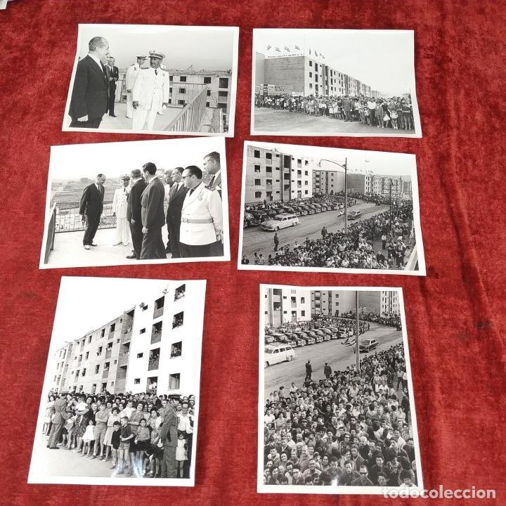 Fotografía antigua: 18 FOTOGRAFÍAS DE FRANCO VISITANDO VIVIENDAS. FOTÓGRAFO CARLOS PEREZ DE ROZAS. ESPAÑA. CIRCA 1950 - Foto 3 - 212340041