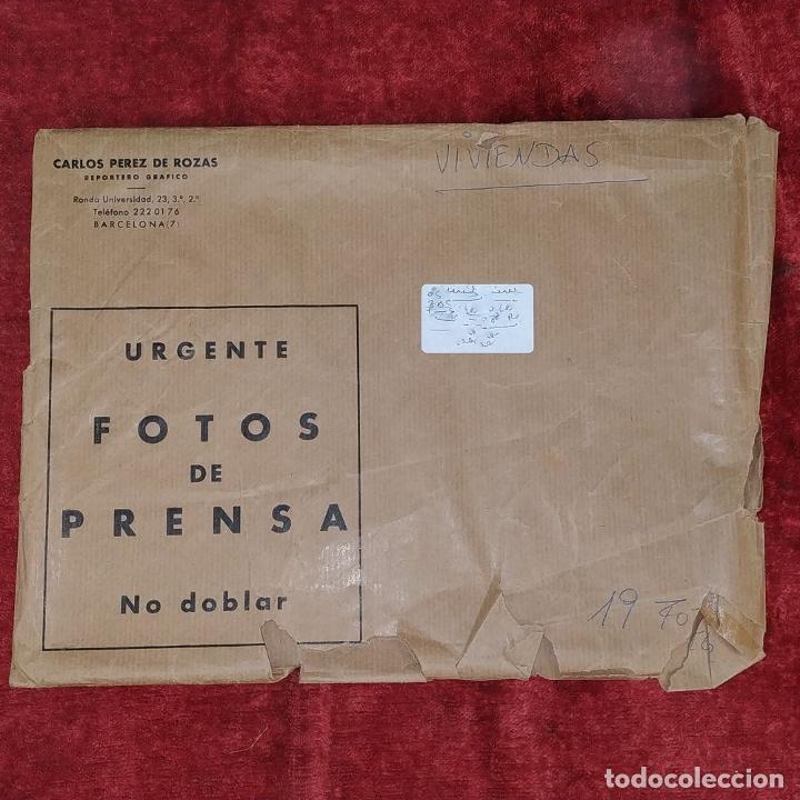 Fotografía antigua: 18 FOTOGRAFÍAS DE FRANCO VISITANDO VIVIENDAS. FOTÓGRAFO CARLOS PEREZ DE ROZAS. ESPAÑA. CIRCA 1950 - Foto 6 - 212340041