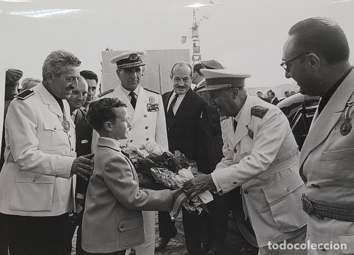 18 FOTOGRAFÍAS DE FRANCO VISITANDO VIVIENDAS. FOTÓGRAFO CARLOS PEREZ DE ROZAS. ESPAÑA. CIRCA 1950 (Fotografía - Artística)