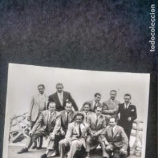 Fotografía antigua: GRUPO DE CABALLEROS. AÑOS 40. Lote 214004090