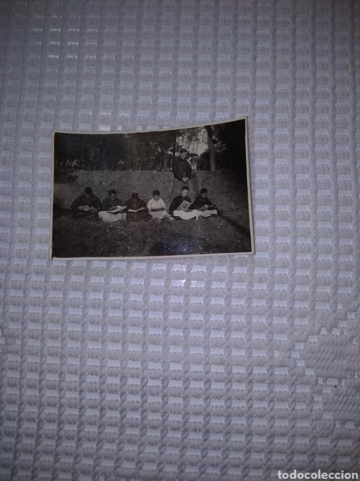 FOTO NIÑOS CHINOS ESTUDIANDO PARA CURAS (Fotografía - Artística)