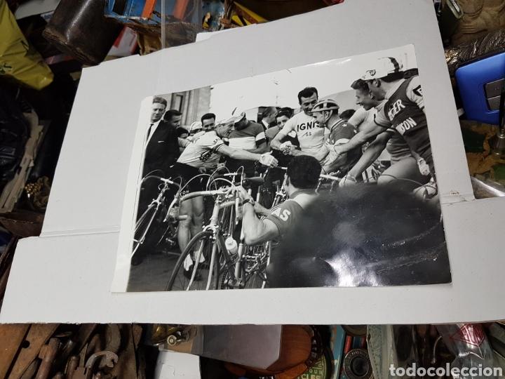 FOTOGRAFÍA VUELTA CICLISTA A ESPAÑA GRAN TAMAÑO AÑOS 50 APRPX (Fotografía - Artística)