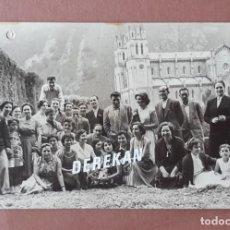 Fotografía antigua: ANTIGUA FOTOGRAFÍA GRUPO EN COVADONGA. FOTO ZENIT. MIERES. ASTURIAS. AÑOS 50. TERESA PAJE.. Lote 219015883