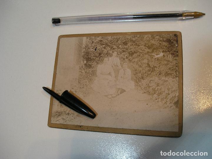 ANTIGUA FOTO FOTOGRAFIA CARTON DURO 3 CHICAS BENICASIM AGOSTO 1901 (20-10-2) (Fotografía - Artística)