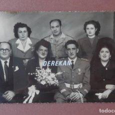Fotografía antigua: ANTIGUA FOTOGRAFÍA BODA. NOVIOS. MILITAR. FOTO ARBONA. CEUTA. 1952. AÑOS 50. PAJE.. Lote 221691241