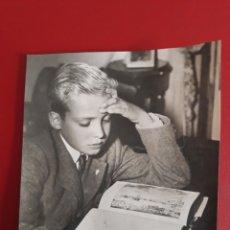 Fotografía antigua: FOTOGRAFÍA DEL INFANTE JUAN CARLOS DE BORBÓN.. Lote 221922002