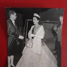 Fotografía antigua: FOTOGRAFÍA DE LA REINA ISABEL DE INGLATERRA.. Lote 221924673