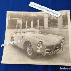 Fotografía antigua: FOTOGRAFIA COCHE PEGASO Z- 102 SERIES II CABRIOLET SAOUTCHIK 1954 -MATRICULA DE BARCELONA ANTIGUA. Lote 263240820