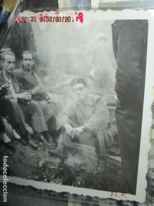Fotografía antigua: FOTO ORIGINAL LIBERADOS CATALANES 28- I- 1938 EN BATALLA DE GUERRA CIVIL ESPAÑOLA LEGION cataluña - Foto 4 - 121317059