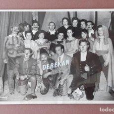 Fotografía antigua: ANTIGUA FOTOGRAFÍA ACTORES TEATRO RIBERA D´ONDARA GÓMEZ GRAU CERVERA LÉRIDA. AÑOS 50. ANTONIO SEGURA. Lote 223369596