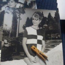 Fotografía antigua: GRAN FOTOGRAFIA MODA ESPAÑOLA C. 1960 DEPAZ BARCELONA FOT. COLL VILA 30 X 24 CM PUBLICIDAD VINTAGE. Lote 223925085