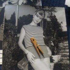 Fotografía antigua: GRAN FOTOGRAFIA MODA ESPAÑOLA C. 1960 DEPAZ BARCELONA FOT. COLL VILA 30 X 24 CM PUBLICIDAD VINTAGE. Lote 223925110