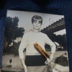 Fotografía antigua: GRAN FOTOGRAFIA MODA ESPAÑOLA C. 1960 DEPAZ BARCELONA FOT. COLL VILA 30 X 24 CM PUBLICIDAD VINTAGE. Lote 223925157