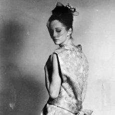 Fotografía antigua: CONJUNTO DE 24 FOTOGRAFÍAS DE CLAUDE (CLAUS?) OHM PARA NINA RICCI. FRANCIA. 1963/64. Lote 226773979