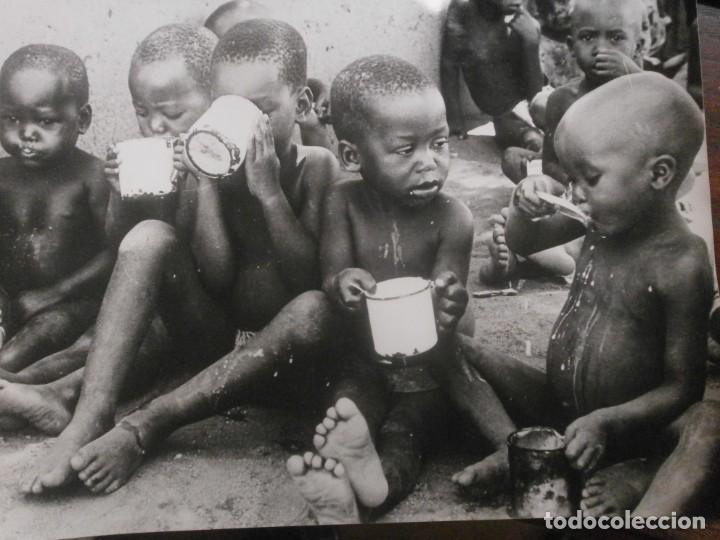 FOTOGRAFÍA PHOTO BY J. MURPHY SUPPLEMENTARY SCHOOL FEEDING PROYECT BOTSWANA 1968 24X18 CM. (Fotografía - Artística)
