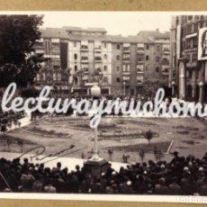 Fotografía antigua: FRANCISCO FRANCO. FOTOGRAFÍA DISCURSO PLAZA DE LOS FUEROS (BARAKALDO) EN 1949.. Lote 226865400