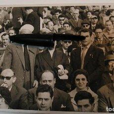 Fotografía antigua: ANTIGUA FOTO FOTOGRAFIA CAMPO DE FUTBOL TARDE DE FUTBOL AFICIONADOS EN EL CAMPO FOTO FINEZAS (20-12). Lote 227018615