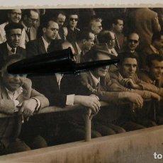 Fotografía antigua: ANTIGUA FOTO FOTOGRAFIA CAMPO DE FUTBOL TARDE DE FUTBOL AFICIONADOS EN EL CAMPO (20-12). Lote 227019745