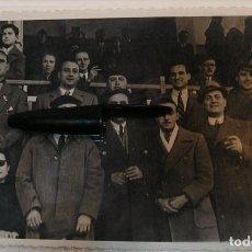 Fotografía antigua: ANTIGUA FOTO FOTOGRAFIA CAMPO DE FUTBOL TARDE DE FUTBOL AFICIONADOS EN EL CAMPO FOTO FINEZAS (20-12). Lote 227020405