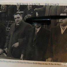 Fotografía antigua: ANTIGUA FOTO FOTOGRAFIA CAMPO DE FUTBOL DEL ESPAÑOL CAMPO DE LES CORTS 1943 FOTO FINEZAS (20-12). Lote 227021490