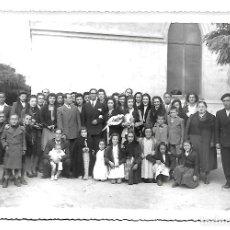 Fotografia antica: 32511-EXTRAORDINARIA FOTOGRAFIA ANTIGUA -UNA BODA CON FAMILIA - FOTO- REYERO-SANTIAGO,64-VALLADOLID. Lote 227480240