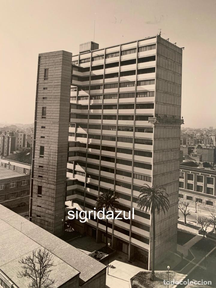 Fotografía antigua: FRANCESC CATALA ROCA FOTOGRAFIA ORIGINAL EDIFICIO CALLE ESCORIAL 1962 BARCELONA - Foto 3 - 228737470