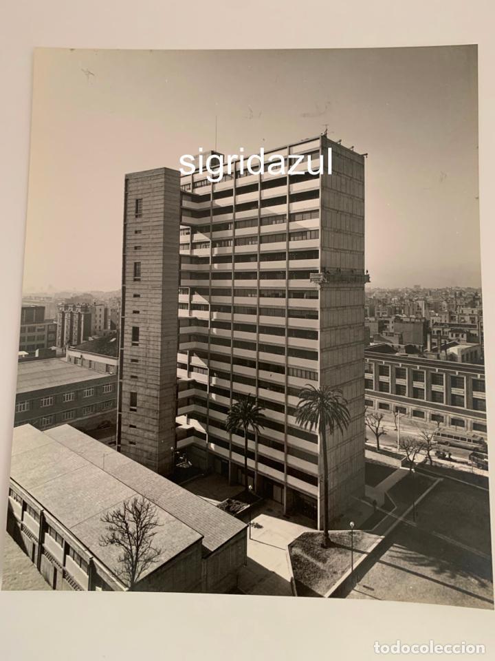 Fotografía antigua: FRANCESC CATALA ROCA FOTOGRAFIA ORIGINAL EDIFICIO CALLE ESCORIAL 1962 BARCELONA - Foto 4 - 228737470