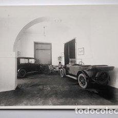 Fotografía antigua: CARTAGENA, AÑOS 1920. ESTABLECIMIENTO AUTOMOVILÍSTICO. FOTO CASAÚ - COPIA AÑOS 1970. Lote 229906015
