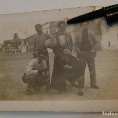 Fotografía antigua: ANTIGUA FOTO FOTOGRAFIA EQUIPO DE FUTBOL TARDES DE FUTBOL (21-1). Lote 232383010