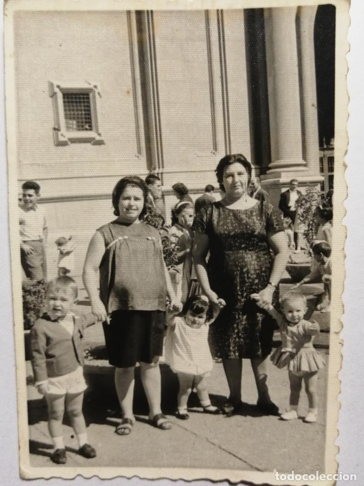 ANTIGUA FOTOGRAFIA A LA SALIDA DE MISA ZARAGOZA (Fotografía - Artística)