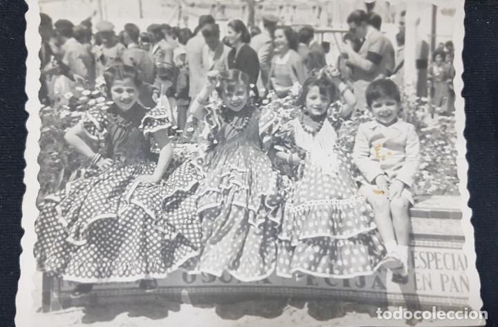 Fotografía antigua: Lote 3 fotografías grupo niñas con traje flamenco, sevillanas, tiovivo, atracción feria (Ecija) - Foto 4 - 234899475